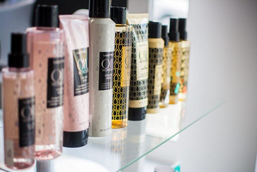 Salon de Coiffure et Domicile - ATTITUDE Michèle et Joël - Elne 66000 - Coiffage - Brushing - Produits Bio.
